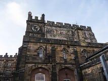 Den Lancaster slotten och det tidigare fängelset i England är i mitten av staden arkivfoto