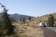 Den lantliga landshuvudvägen med trafikerar Royaltyfria Bilder