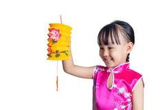 Den latern asiatiska kinesiska lilla flickan som rymmer, firar mitt--hösten fe royaltyfri bild