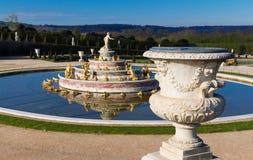Den Latona springbrunnen i trädgården av Versailles i Frankrike Arkivbilder