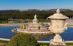 Den Latona springbrunnen i trädgården av Versailles i Frankrike Arkivfoton