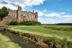 Den Laugharne slotten, Wales, pic taked i en solig dag royaltyfria bilder
