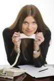 Den le affärskvinnan med ringer mottagaren Fotografering för Bildbyråer