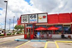 Den legendariska Route 66 matställen är en klassiker på den historiska huvudvägen Route 66 Arkivfoto