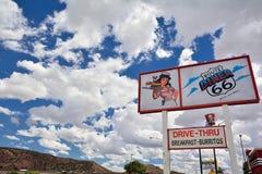 Den legendariska Route 66 matställen är en klassiker på den historiska huvudvägen Route 66 Fotografering för Bildbyråer