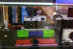 Den Leica kameran i spegel ställer ut Royaltyfria Bilder