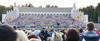 Den lettiska nationella sången och konserten för final för dansfestival den storslagna Arkivfoto