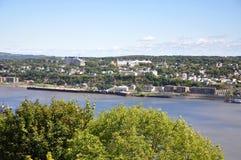 Levis stadshorisont och St. Lawrence River, Quebec, arkivbilder