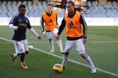 Den Lewis bagaren leker med det Chelsea F.C. ungdomlaget Arkivfoto