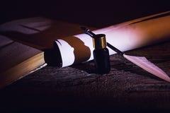 Den Libro anticoen lurar calamaio för penna e Royaltyfria Foton