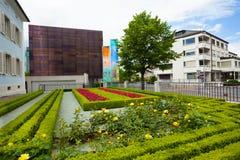 Den liechtensteinska gatan och parkerar Arkivbilder
