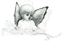 Den lilla ängeln med vingar och gloriaklotterblyertspennan skissar Royaltyfri Fotografi