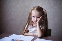 Den lilla blonda flickatanken Arkivfoton