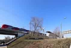 Den lilla cirkeln av Moskvajärnvägarna är 54 järnväg för orbital 4-kilometre-long i Moskva Ryssland Royaltyfria Bilder