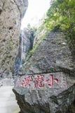 Den lilla Dragon Waterfall Arkivfoto