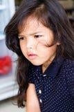 Den lilla flickan ser ledsen Arkivbilder
