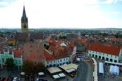 Den lilla fyrkanten av Sibiu royaltyfria bilder