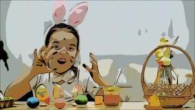 Den lilla gulliga och förtjusande flickan ler uppriktigt Hon tar ett påskägg och visar resultatet av hennes arbete, genom att anv arkivfilmer