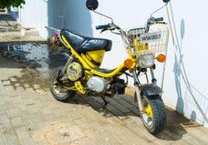Den lilla motorcykeln Arkivfoto