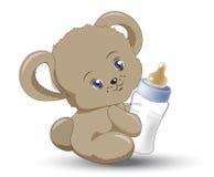 Den lilla nallebjörnen med mjölkar den lilla flaskan Royaltyfri Fotografi
