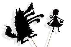 Den lilla röda ridninghuven och den stora dåliga vargen skuggar dockor Arkivfoto