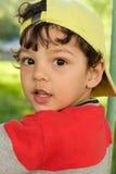 Den lilla roliga pojkecloseupståenden i bra lynne Royaltyfri Bild