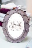 Den lilla runda spegeln i en ram med bokstäver tackar dig Royaltyfria Foton