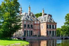 Den lilla slotten nära voorschoten, Nederländerna royaltyfria foton