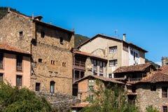 Den lilla staden av Potes i Cantabria, Spanien royaltyfri foto