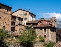 Den lilla staden av Potes i Cantabria, Spanien royaltyfria bilder