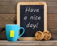 Den lilla svart tavla med har en trevlig dag! uttryck Royaltyfria Bilder