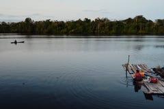 den lilla tillfälliga sjön resulterade vid floden nästan den Peru gränsen arkivfoto