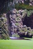 Den lilla vattenfallet är fantastisk skönhet Parkera i Quinta da Regaleira, Sintra, Portugal Arkivbilder