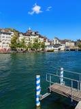 Den Limmat floden i staden av Zurich, Schweiz Arkivbilder