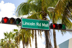 Den Lincoln Road Mall gatan undertecknar in Miami Beach Royaltyfria Bilder