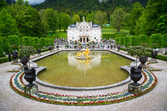 Den Linderhof slotten är en Schloss i Tyskland, nära den Ettal abbotskloster Royaltyfri Bild