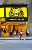 Den Lion King musikalen på den Minskoff teatern i New York City Arkivbild