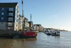 Den Littlehampton hamnen, Sussex seglar utmed kusten Fotografering för Bildbyråer