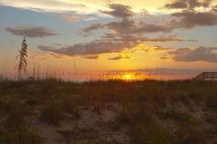 Den livliga solnedgången på gömma i handflatan ön Florida royaltyfria foton
