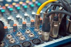Den ljudsignal stålar förbinds Royaltyfri Foto