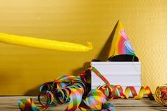 Den ljusa asken i parti dekorerade bakgrunden med ljusa färger Arkivbilder