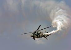Den ljusa Compbat helikoptern Arkivbilder