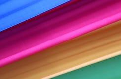 Den ljusa färgmusikbandet av blåa rosa färger gulnar och gör grön Arkivbilder