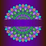 Den ljusa hand-teckningen snör åt dekorativt abstrakt begrepp på rundan med många djupa detaljer - purpurfärgad bakgrund royaltyfri illustrationer