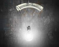 Den ljusa ljusa kulan med pengar hoppa fallskärm Arkivfoto