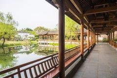 Den långa korridoren i den Duojing trädgården Arkivfoto