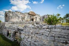 den lokaliserade mayan mexico halvön fördärvar tulumen yucatan gammal stad Tulum Archaeological plats Riviera Maya mexico Royaltyfri Bild