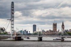 Den London ögonparlamentet och Big Ben Arkivbilder