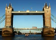 Den London bron står fortfarande Royaltyfria Foton