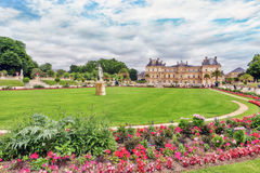 Den Luxembourg slotten och parkerar i Paris, Jardinen du Luxembourg, nolla Royaltyfri Fotografi